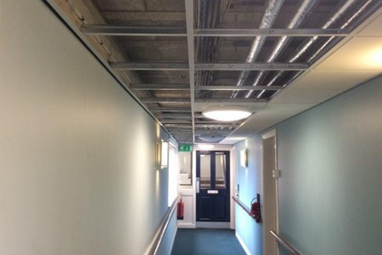 Drop ceiling installation in a corridor